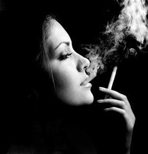 Как никотин старит женщин