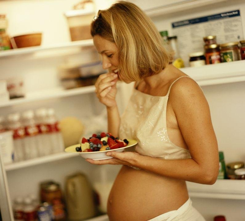 Избыток жиров в рационе беременных может угрожать малышам смертью