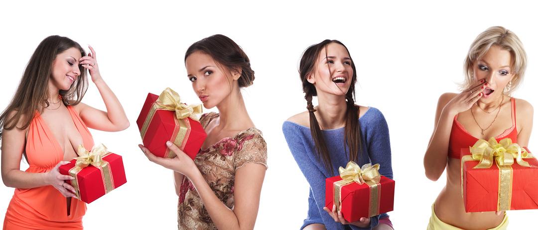 Как надо вручать подарки