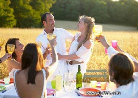 Организуем праздник для молодоженов. Светодиодные фонари для освещения свадьбы на природе
