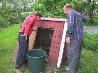 Как решить вопрос с перебоями в подаче воды на дачном участке?