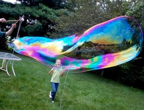 Как надуть огромные мыльные пузыри самому?