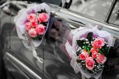 Автомобиль для свадебного кортежа