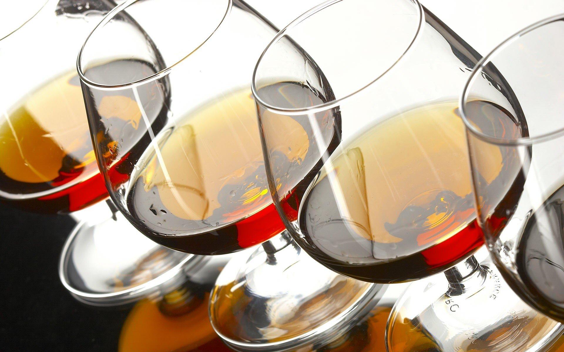 На самом деле алкоголь не разрушает клетки мозга