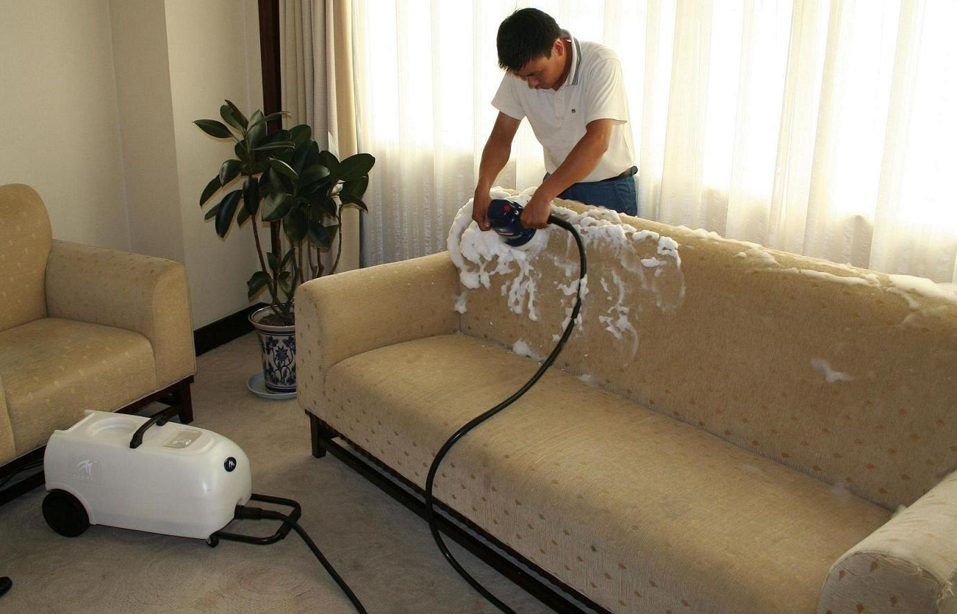 Как и чем можно почистить диван