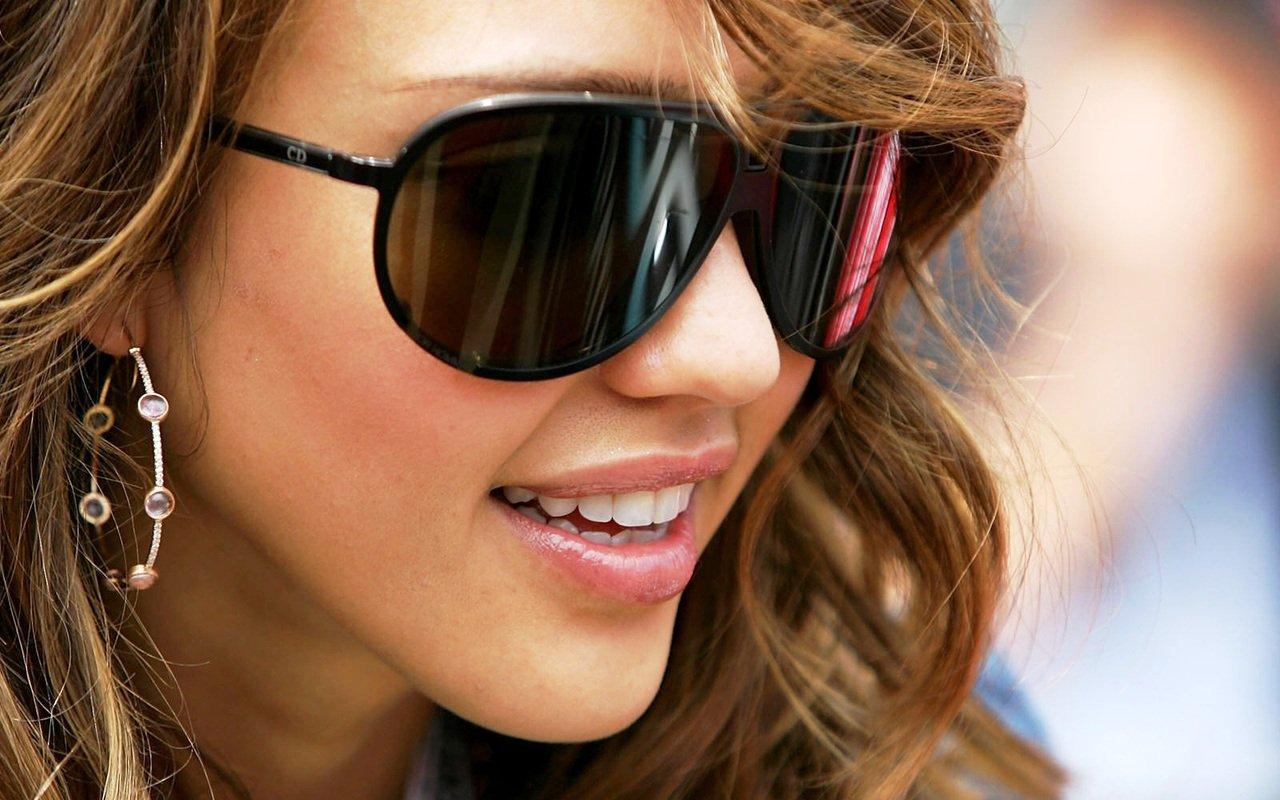 Солнцезащитные очки — защита для глаз не только на пляже