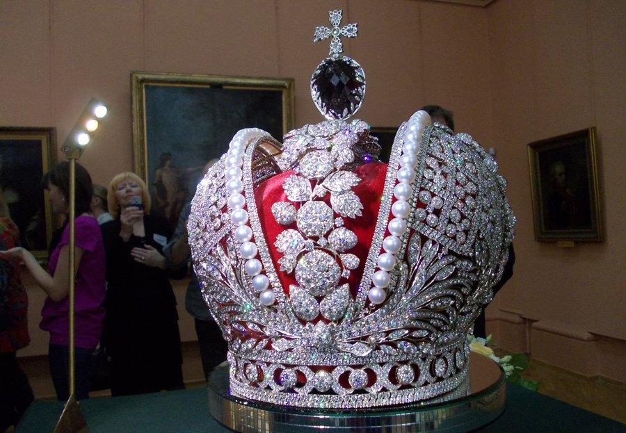 Где можно увидеть сокровища российской короны?