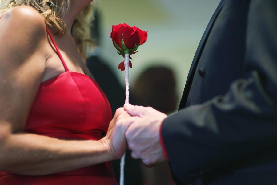Пары, познакомившиеся через интернет, более счастливы в браке