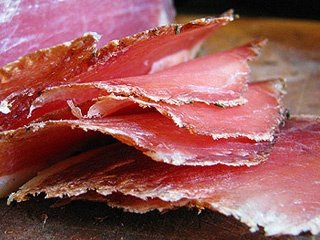 Вяленое мясо – традиционный способ заготовки и вкусная закуска к пиву