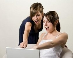 Подростки используют голосовой поиск Google