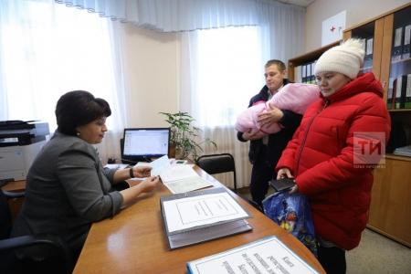 Первой пособие на рождение первенца в Татарстане оформила Юлия Тарасова из Сизнера