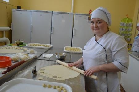 Молодая семья из Лаишево недавно открыла магазин-цех пельменей