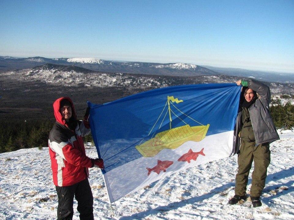 Флаг Лаишевского района установлен на одной из знаковых вершин Южного Урала