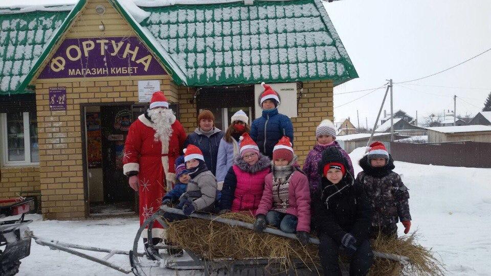 Дед Мороз на Старый Новый год подарил ребятне со Старой Пристани сказку