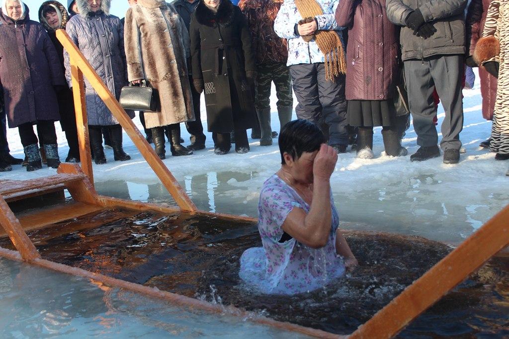 Крещение. Лаишевские женщины и дети окунулись в иордань. ФОТОГАЛЕРЕЯ