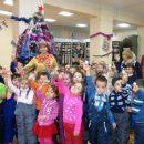 Дошкольники попрощались с елкой
