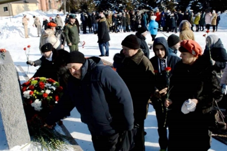 Возложение цветов к памятнику воинам землякам, погибшим в Афганистане и Чечне (Фоторепортаж, часть 2)