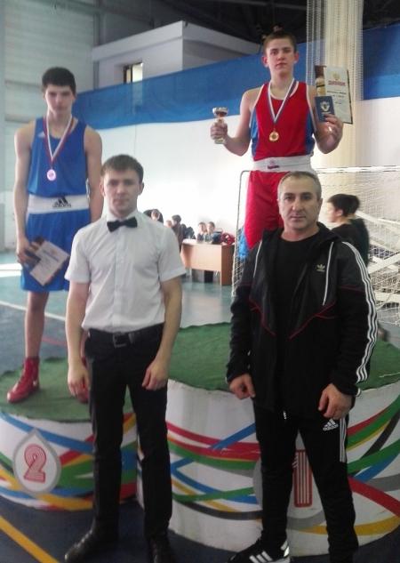 Альберт Алексанин  - золотой призер первенства ПФО по боксу
