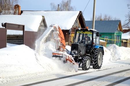 Продолжается уборка снега в Лаишеве