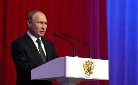 Путин поздравил с праздником мужское население страны