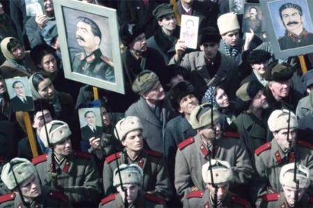 «Одно желание — поглумиться». Что «передёрнул» Ианнуччи в «Смерти Сталина»?
