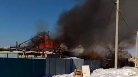 Соседи спасли пенсионерку из огня