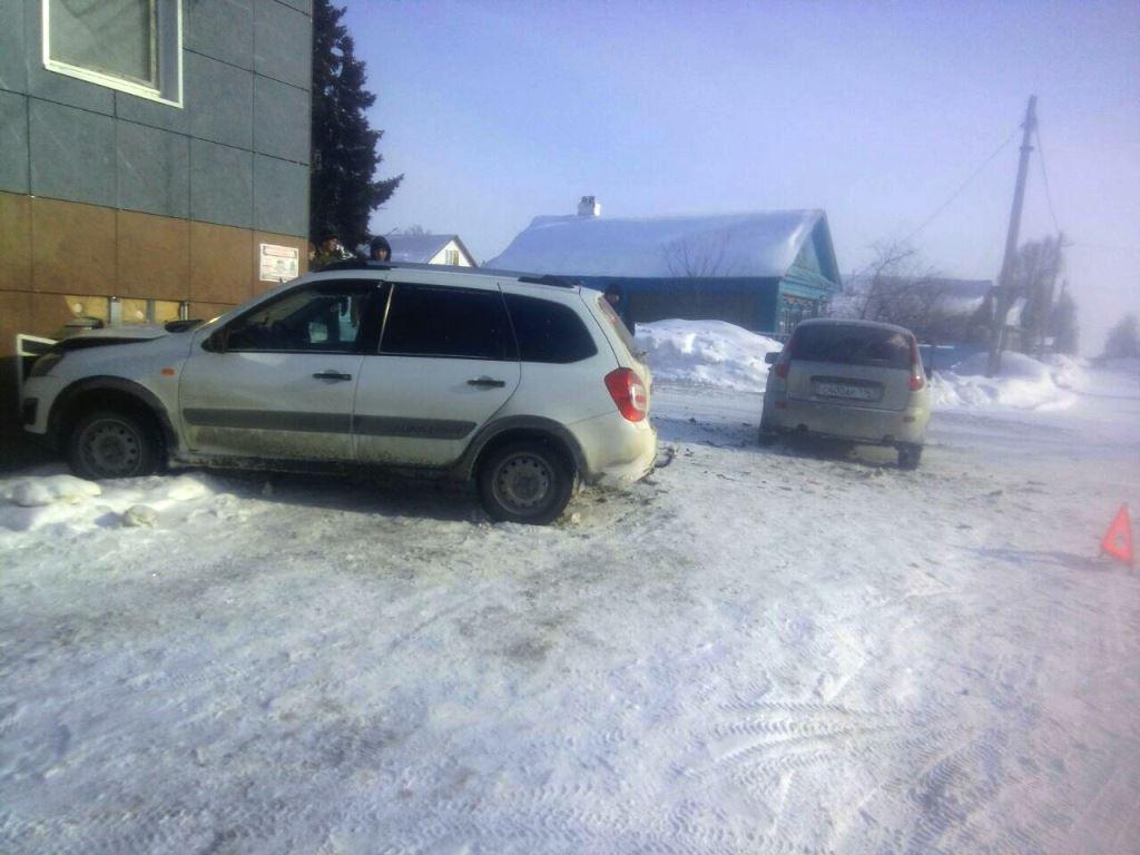 Сегодня, 22 февраля, в Лаишеве в результате ДТП в «Водолей» врезалась машина