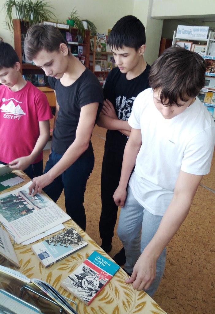 Юные защитники отечества состязались в эрудиции, силе и ловкости