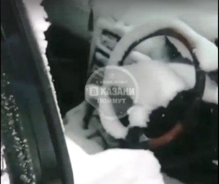 Непогода отомстила забывчивому водителю (Видео)