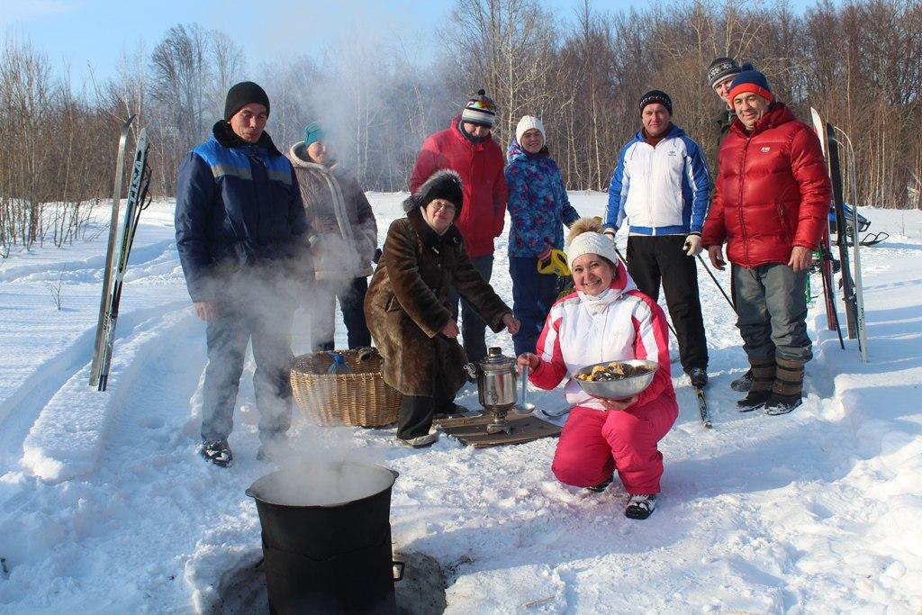 Сегодня в Лаишевском лесу варили уху, пекли блины и жарили шашлыки