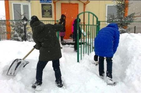 Волонтеры освободили ФАП из снежного плена