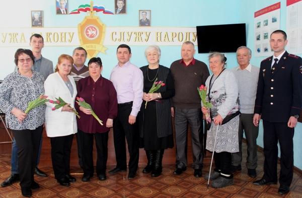 Лаишевские полицейские поздравляют своих коллег с 8 Марта. ВИДЕО