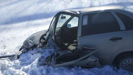 В аварии на зимней дороге погиб человек, еще двое ранены