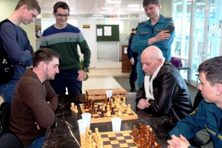 Идет шахматный турнир на кубок газеты «Камская новь»