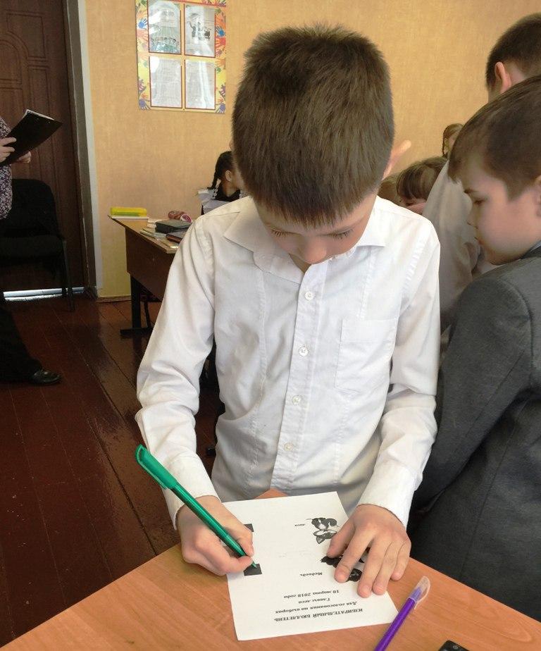 Юные гимназисты учились выбирать главу сказочного леса