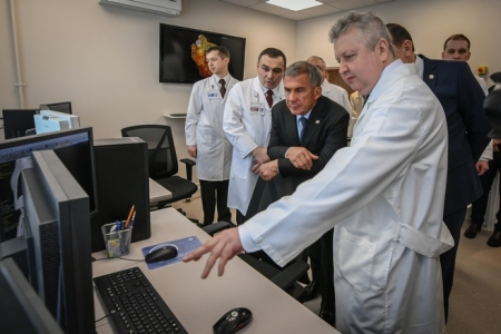 Рустам Минниханов осмотрел образцово-показательную детскую поликлинику