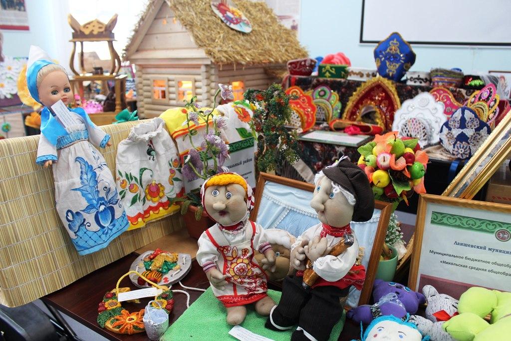 Посмотрите в ЦВР выставку детского творчества