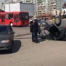 В результате переворота машины пострадали женщина и ребенок