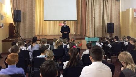 Каникулы без опасности или О чем говорил начальник ОГИБДД с сокуровскими школьниками