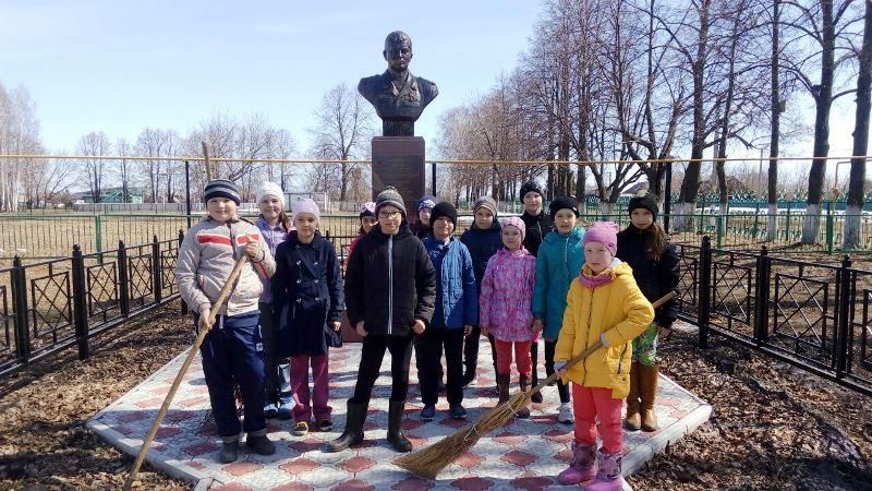 В учебных заведениях Лаишевского района проходят субботники. Часть 1