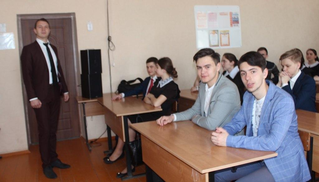 Судья пришел в школу