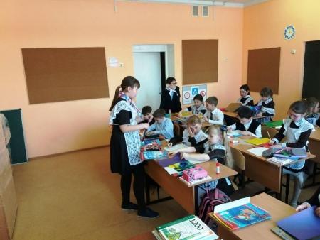Первоклассники Сокуровской школы подготовили рисунки на тему ЗОЖ