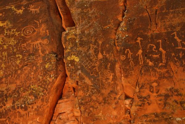 Древний календарь в скале возрастом более 900 лет учёные нашли в Аризоне
