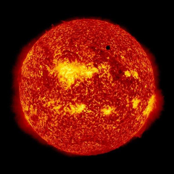 Ученые предрекли неизбежное столкновение Солнечной системы с блуждающей звездой