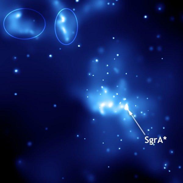 Астрофизики обнаружили сверхмассивную черную дыру в центре галактики