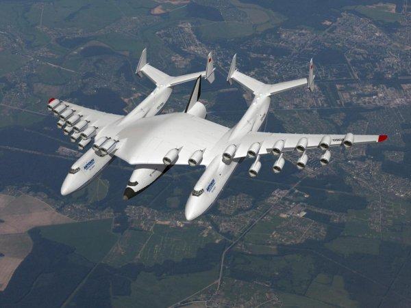 Эксперты из России испытали двухфузеляжный самолет