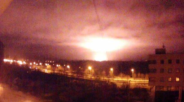 SkyWatch Earth засняла фиолетовые вспышки НЛО в небе над Шпицем