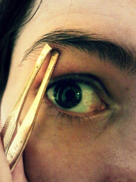 Ученые: О самовлюбленности человека «расскажут» брови