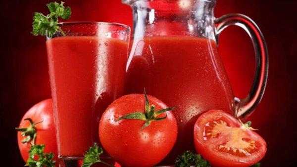 Эксперты заявили, что томатный сок помогает победить старость и онкологию