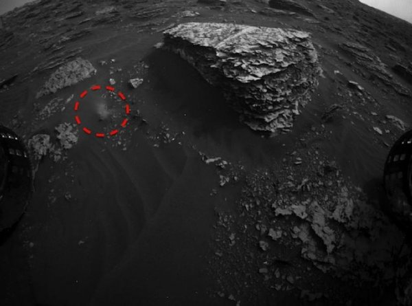 Исследователи обнаружили белую субстанцию на Марсе